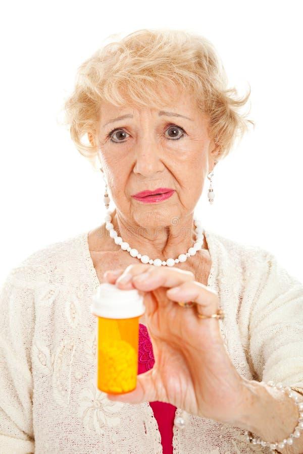 λυπημένη ανώτερη γυναίκα χαπιών στοκ εικόνα