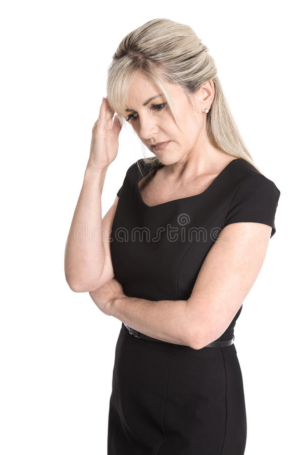 Λυπημένη και περίλυπη απομονωμένη γυναίκα φόρεμα που απομονώνεται στο μαύρο πέρα από το wh στοκ εικόνες