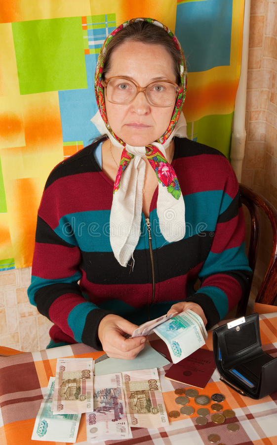 Download Λυπημένη Erderly γυναίκα με τα χρήματα Στοκ Εικόνα - εικόνα από πορτρέτο, θλιβερός: 17050111