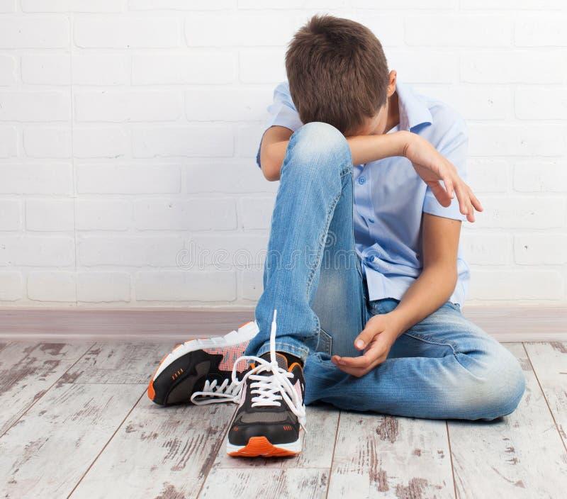 Λυπημένος έφηβος μέσα στοκ φωτογραφία με δικαίωμα ελεύθερης χρήσης