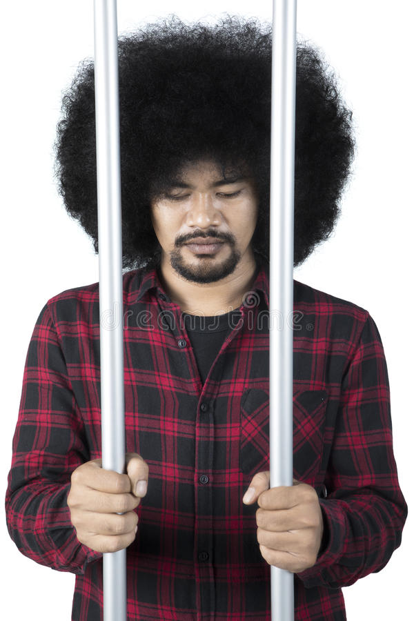 Λυπημένος εγκληματίας στη φυλακή στοκ εικόνες