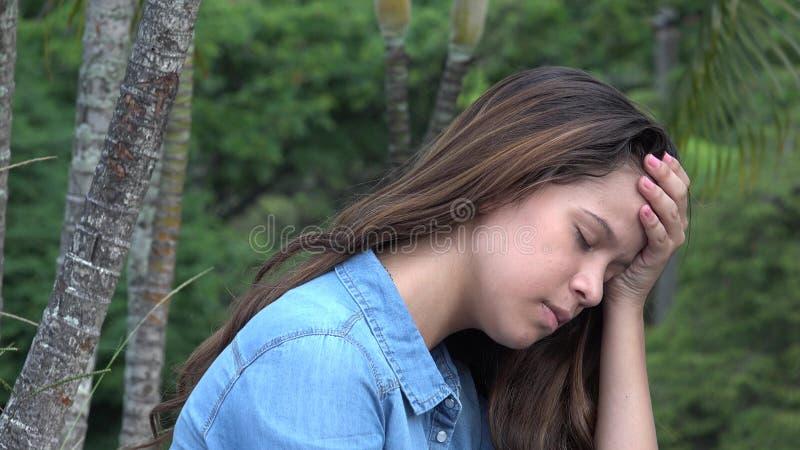 Λυπημένο κορίτσι εφήβων ή καταθλιπτικό πρόσωπο στοκ εικόνες
