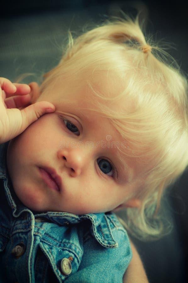 Λυπημένο κοριτσάκι στοκ εικόνα