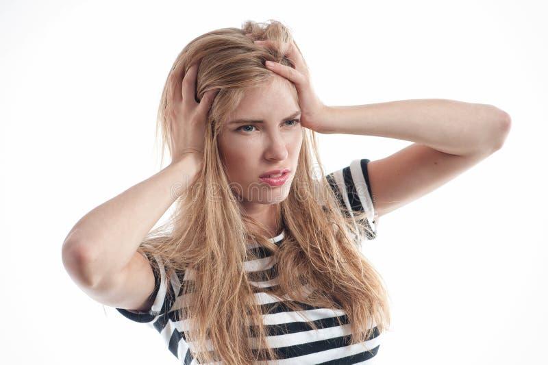 Λυπημένο ξανθό κορίτσι που έχει τον πονοκέφαλο στοκ φωτογραφία με δικαίωμα ελεύθερης χρήσης