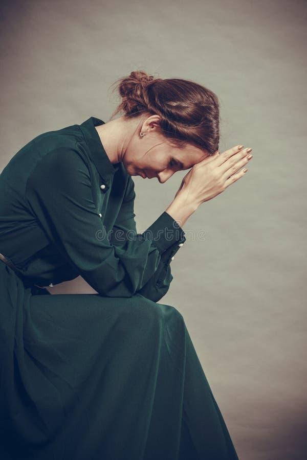 Λυπημένο πορτρέτο ύφους γυναικών αναδρομικό στοκ φωτογραφία με δικαίωμα ελεύθερης χρήσης