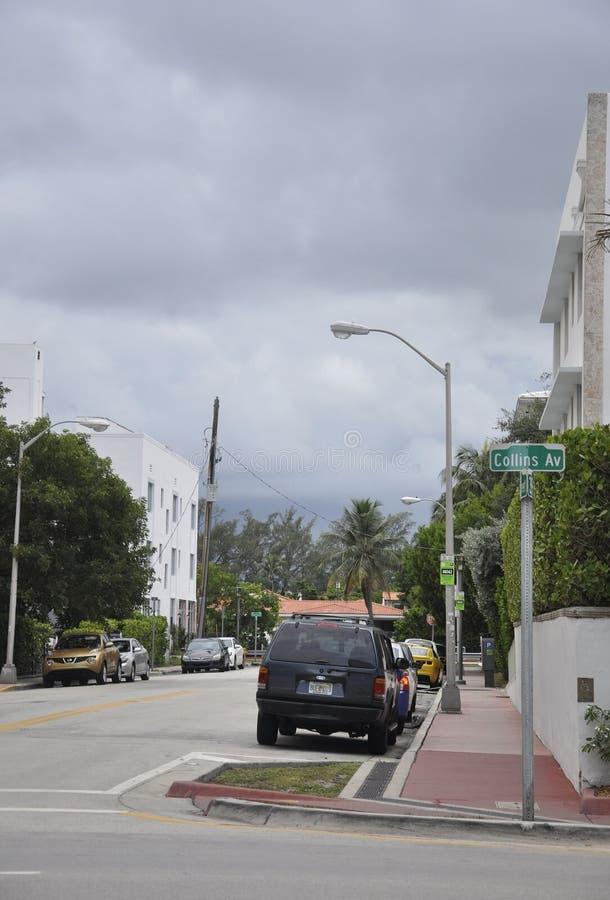 ΛΦ Μαϊάμι Μπιτς, στις 9 Αυγούστου: Άποψη οδών σχετικά με έναν δραματικό ουρανό από το Μαϊάμι Μπιτς στη Φλώριδα στοκ εικόνα