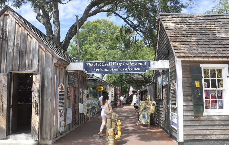ΛΦ του ST Augustine, στις 8 Αυγούστου: Αρχαία οδός στην αποικιακή κομητεία του ST Augustine από τη Φλώριδα στοκ φωτογραφίες με δικαίωμα ελεύθερης χρήσης