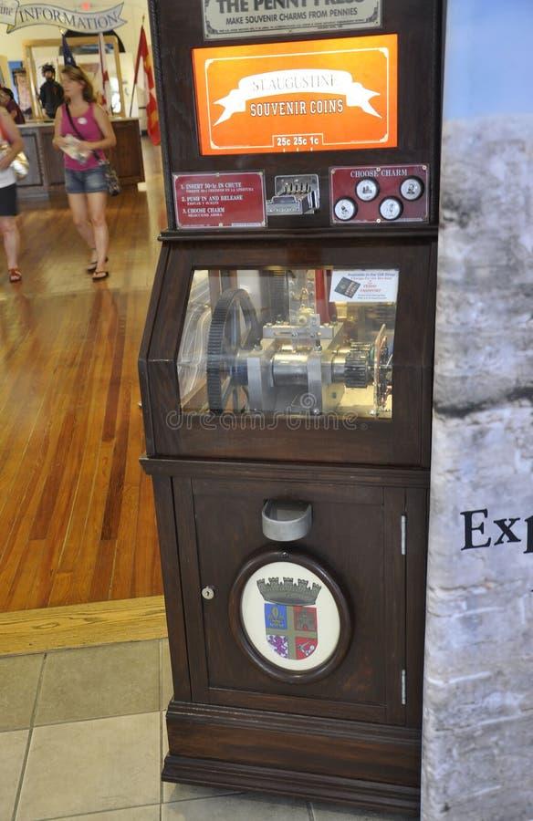 ΛΦ του ST Augustine, στις 8 Αυγούστου: Μηχανή νομισμάτων αναμνηστικών στο κεντρικό κτήριο επισκεπτών από το ST Augustine στη Φλώρ στοκ εικόνες με δικαίωμα ελεύθερης χρήσης