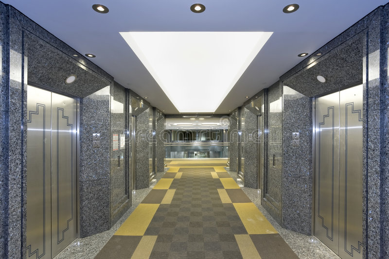 λόμπι ανελκυστήρων σύγχρ&omicro στοκ εικόνα