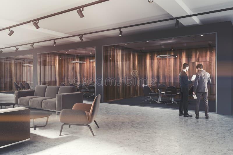 Λόμπι γραφείων πολυτέλειας, σκοτεινή ξύλινη αίθουσα συνεδριάσεων που τονίζεται στοκ φωτογραφία με δικαίωμα ελεύθερης χρήσης