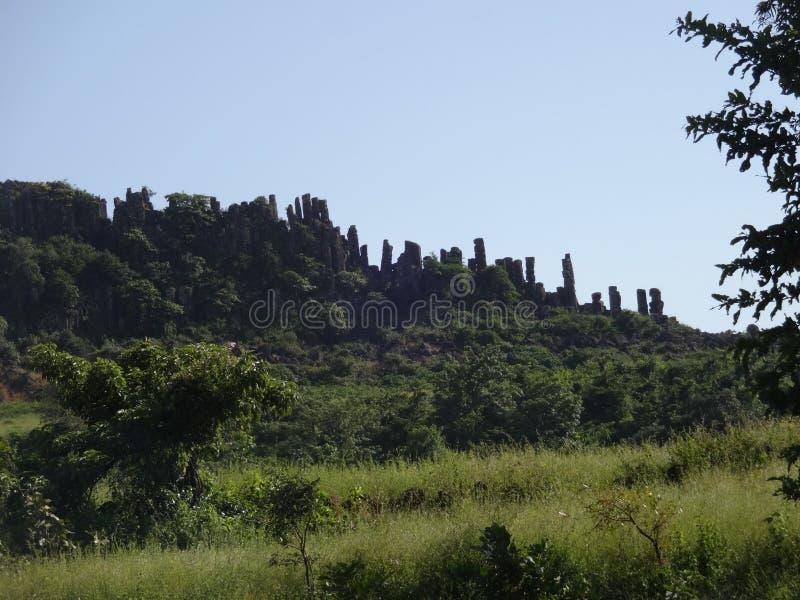 Λόφοι και σειρά βουνών, άποψη τοπίων πρασινάδων δέντρων στοκ φωτογραφίες με δικαίωμα ελεύθερης χρήσης