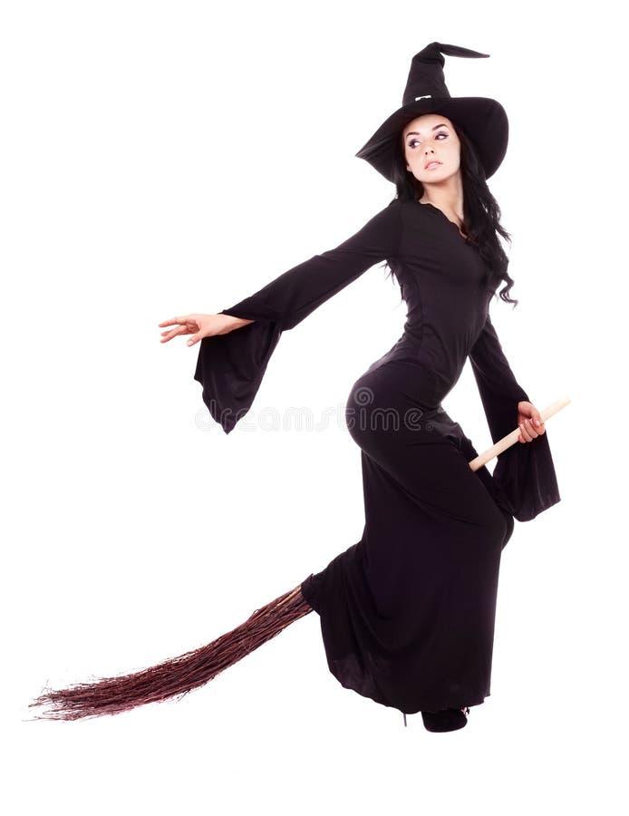 Μάγισσα που πετά σε μια σκούπα στοκ φωτογραφία