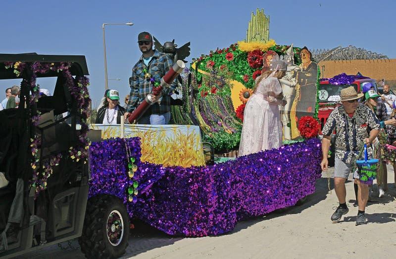 Μάγος Oz του επιπλέοντος σώματος στην ξυπόλυτη παρέλαση της Mardi Gras στοκ φωτογραφία με δικαίωμα ελεύθερης χρήσης