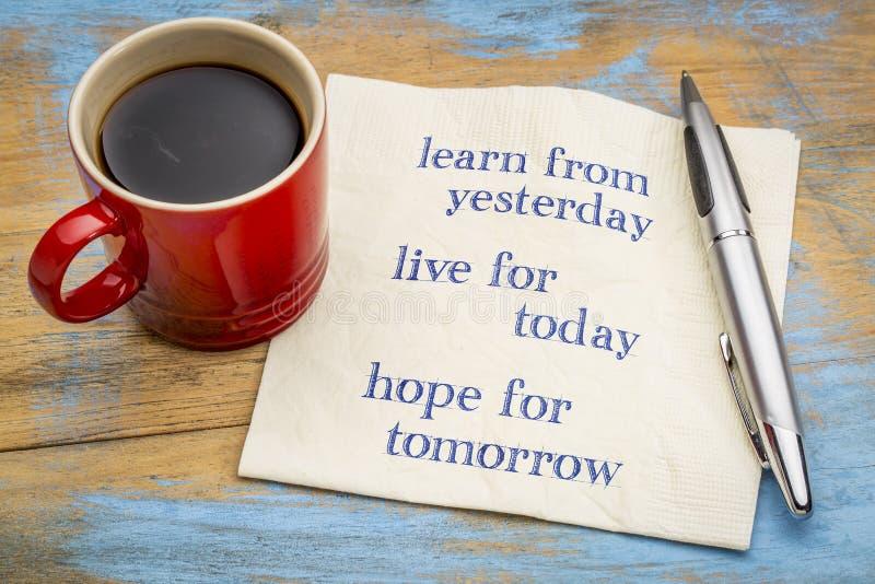 Μάθετε από το χθες, ζωντανό για σήμερα στοκ εικόνες