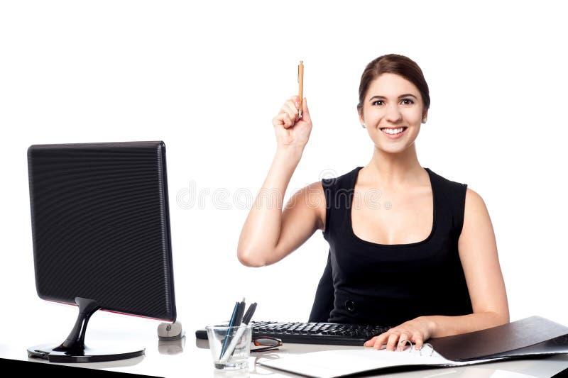 Μάνδρα εκμετάλλευσης επιχειρηματιών και αύξηση του χεριού της στοκ φωτογραφία με δικαίωμα ελεύθερης χρήσης