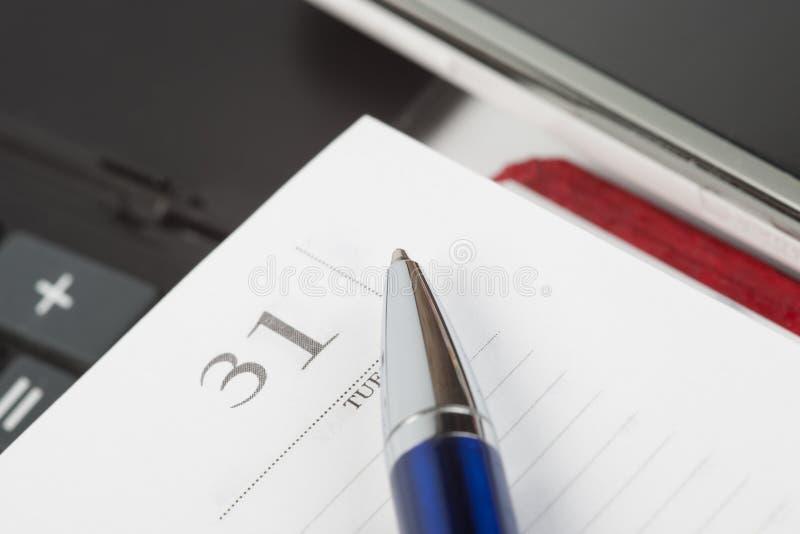 Μάνδρα στη σελίδα σημειωματάριων στοκ εικόνα