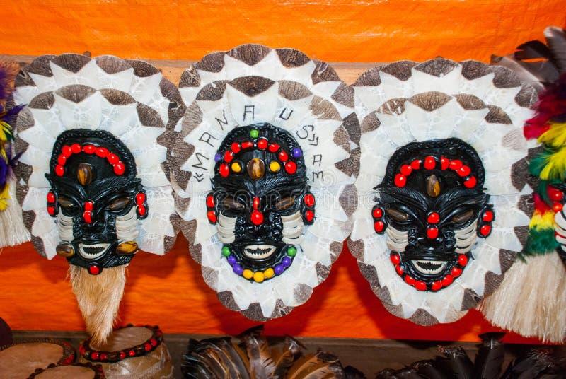 Μάσκα Τα αναμνηστικά στο τροπικό δάσος του Αμαζονίου έκαναν από τα τοπικά καρύδια και τα ζώα κοντά σε Iquitos Αγορά για τους τουρ στοκ φωτογραφία με δικαίωμα ελεύθερης χρήσης