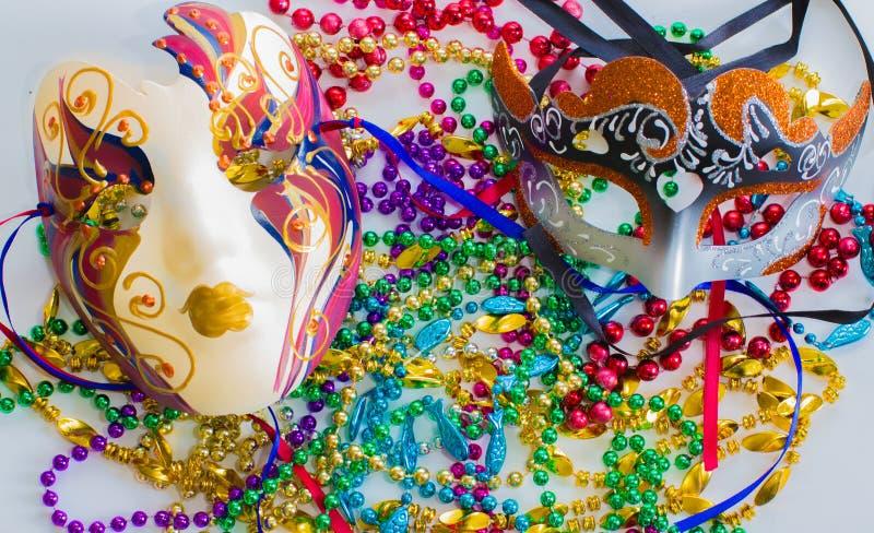 Μάσκες και χάντρες της Mardi Gras στοκ φωτογραφίες