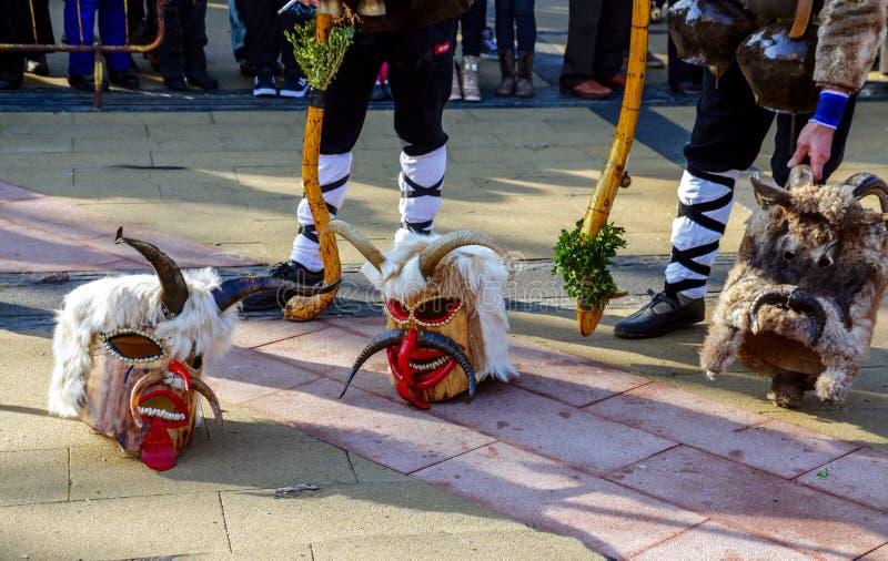 Μάσκες Kukeri στο φεστιβάλ Surva σε Pernik, Βουλγαρία στοκ εικόνες