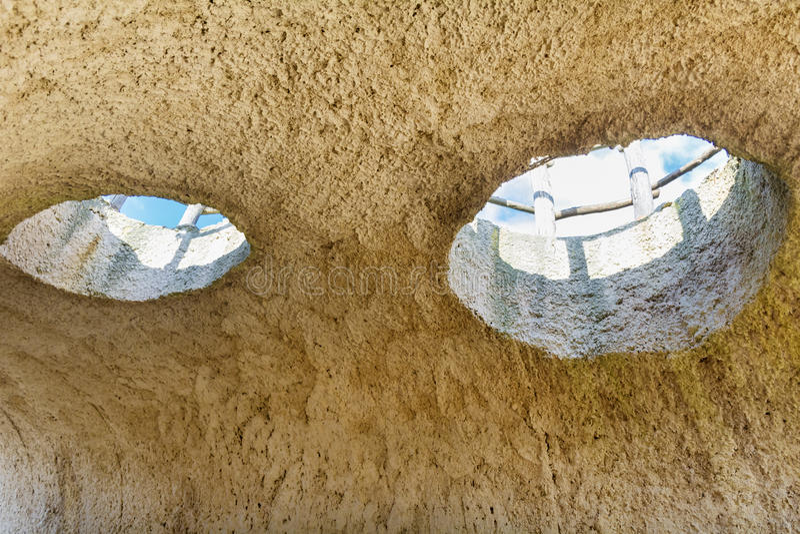 Μάτια σπηλιών του Θεού - Prohodna στοκ φωτογραφία με δικαίωμα ελεύθερης χρήσης