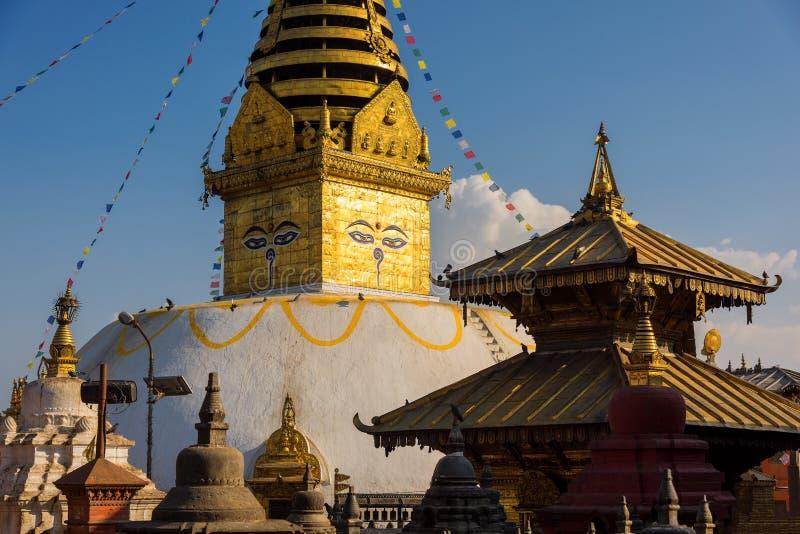 μάτια του Βούδα Μάτια φρόνησης του Βούδα σε Swayambhunath Stupa μετά από το σεισμό, Κατμαντού, Νεπάλ στοκ εικόνες με δικαίωμα ελεύθερης χρήσης