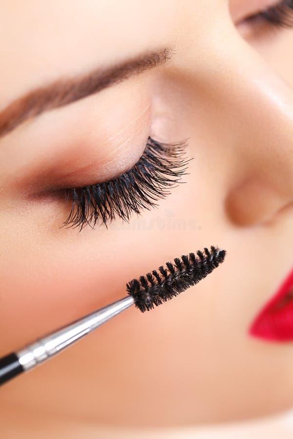 Μάτι γυναικών με τα μακροχρόνια eyelashes. makeup στοκ φωτογραφία με δικαίωμα ελεύθερης χρήσης