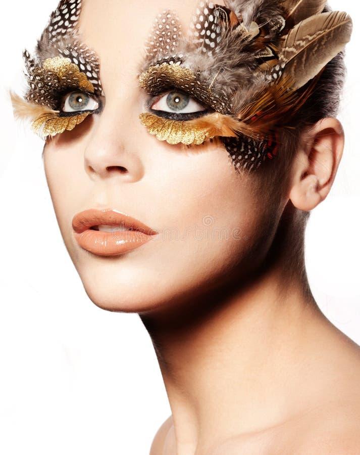 μάτι που επενδύεται με φτερά δημιουργικό makeup στοκ φωτογραφία με δικαίωμα ελεύθερης χρήσης