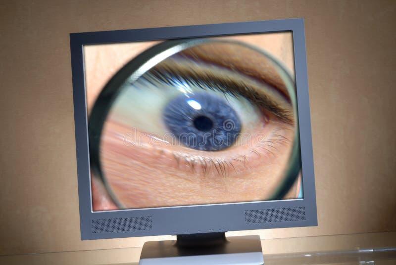 Μάτι σε ένα όργανο ελέγχου στοκ εικόνες