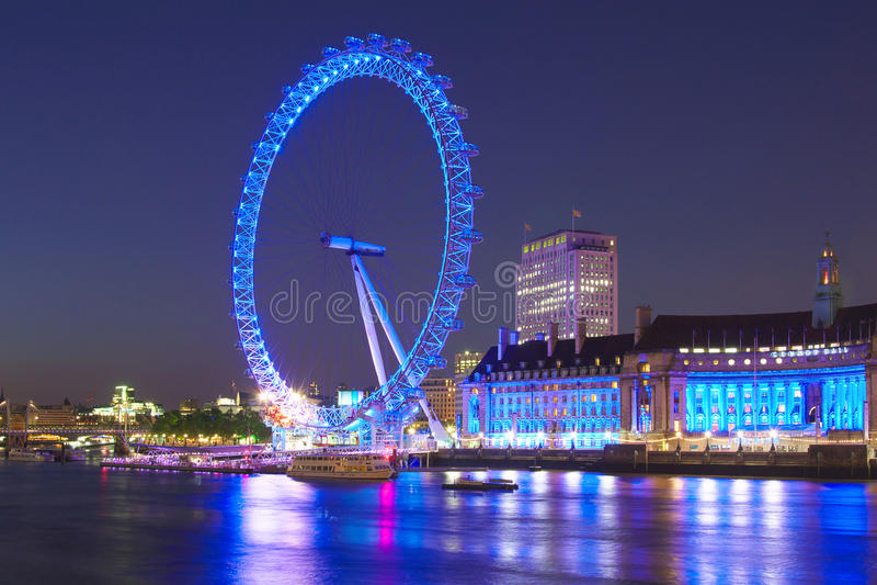 Μάτι του Λονδίνου από τη γέφυρα του Γουέστμινστερ τη νύχτα στοκ φωτογραφίες με δικαίωμα ελεύθερης χρήσης
