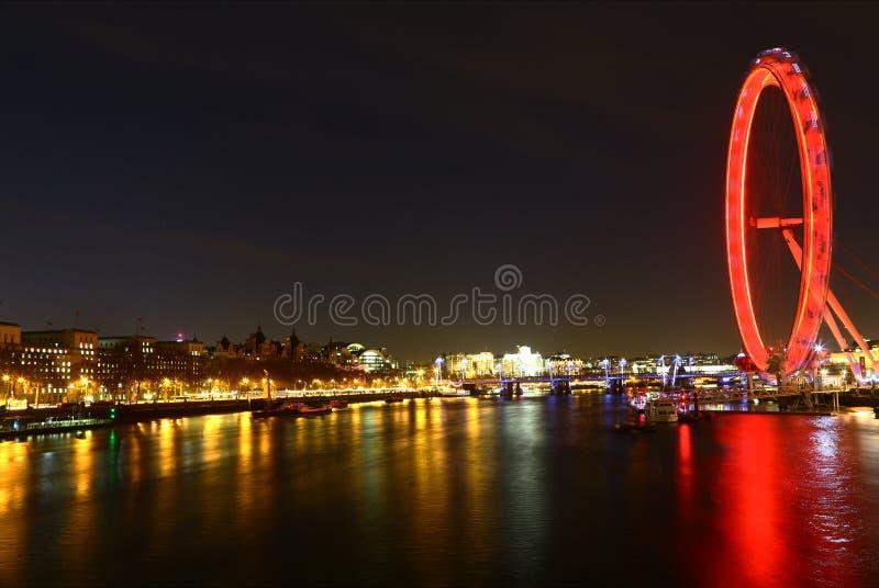 Μάτι του Τάμεση και του Λονδίνου τή νύχτα στοκ εικόνες