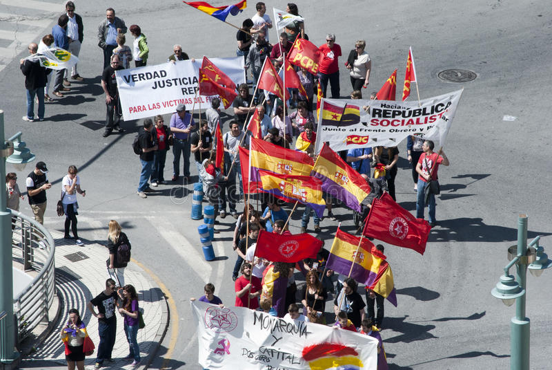 Μάλαγα (Ισπανία), στις 14 Απριλίου 2013: Επιδείξεις ενάντια στη μοναρχία στην ΙΙ επέτειο Δημοκρατίας στοκ εικόνες