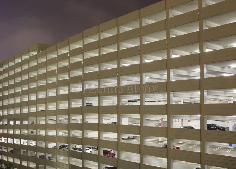 μέγα δομή χώρων στάθμευσης στοκ εικόνα με δικαίωμα ελεύθερης χρήσης
