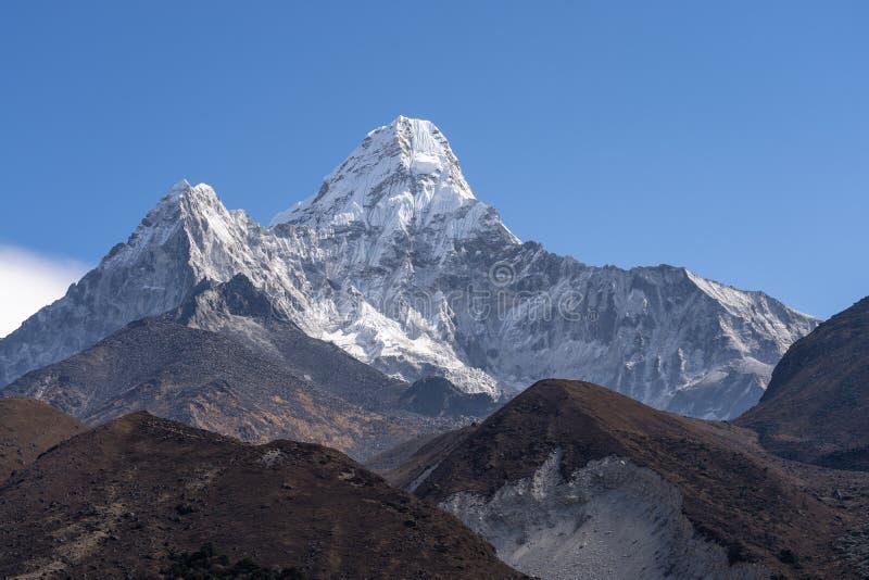 Μέγιστη, διάσημη αιχμή βουνών Dablam Ama στην περιοχή Everest στη σειρά βουνών των Ιμαλαίων, Νεπάλ στοκ εικόνες