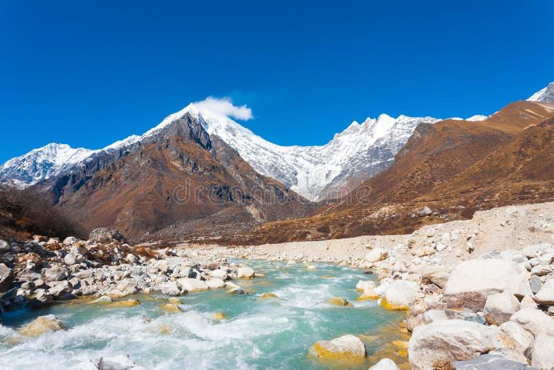Μέγιστος Ιμαλάια Langtang ποταμός Χ βουνών Lirung στοκ φωτογραφία με δικαίωμα ελεύθερης χρήσης