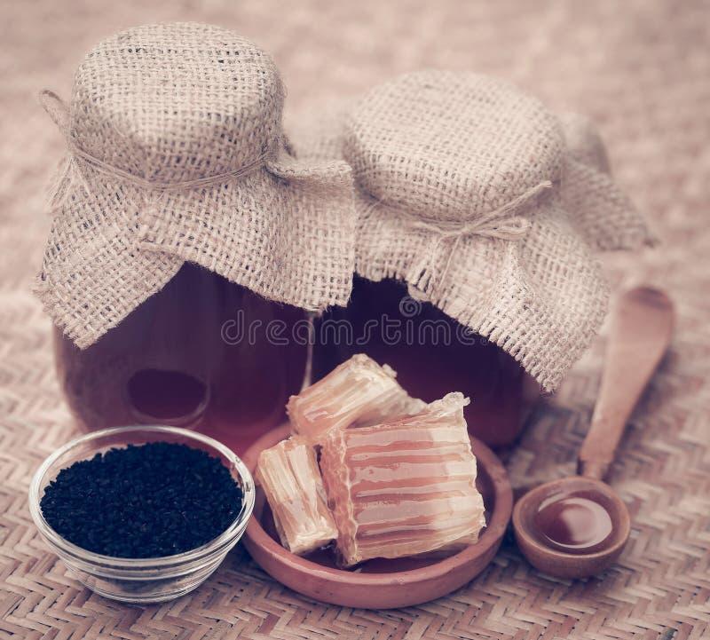 Μέλι με το μαύρο κύμινο στοκ φωτογραφία με δικαίωμα ελεύθερης χρήσης