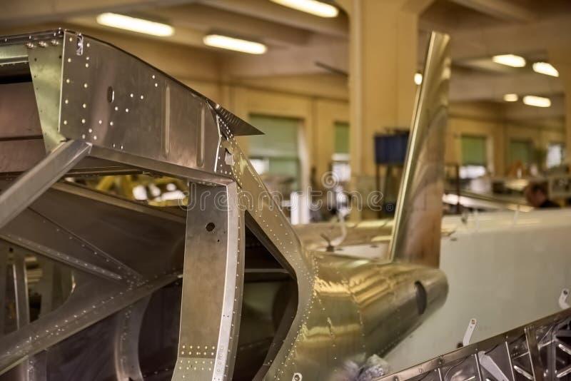 Μέλος του σώματος αεροπλάνων στο εργαστήριο στοκ εικόνα