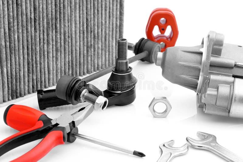 Μέρη αυτοκινήτων και εργαλεία συνελεύσεων στοκ φωτογραφία με δικαίωμα ελεύθερης χρήσης