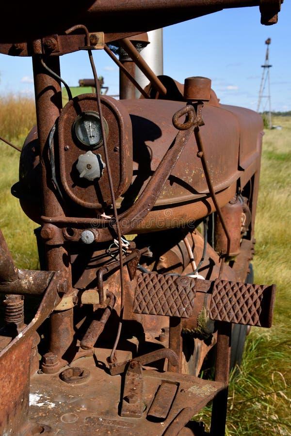 Μέρη ενός παλαιού σκουριασμένου τρακτέρ στοκ εικόνες με δικαίωμα ελεύθερης χρήσης