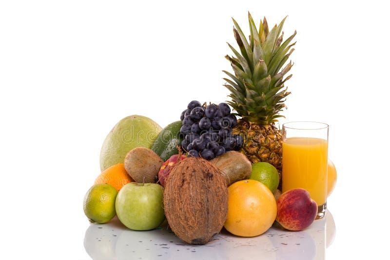 Μέρη των φρέσκων φρούτων και λαχανικών στοκ εικόνα