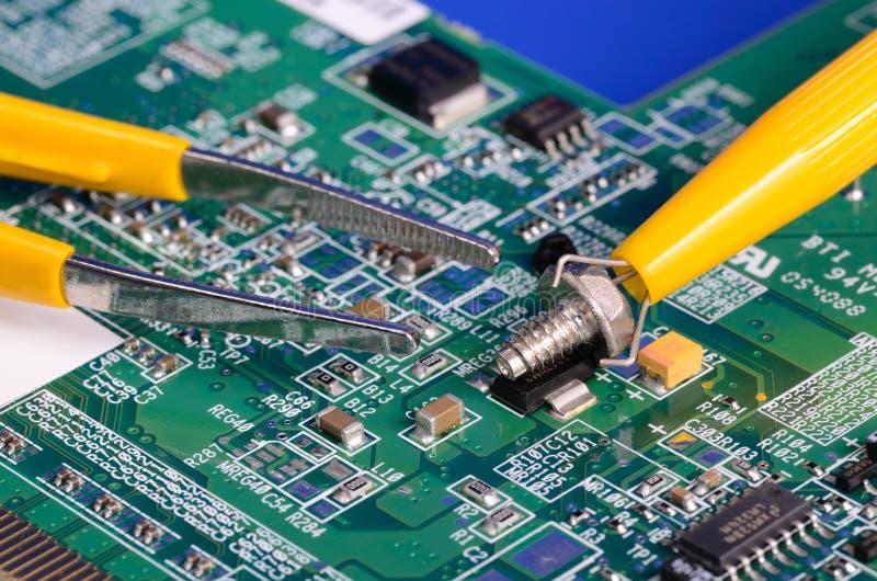 Μέρη υπολογιστών και εργαλεία επισκευής στοκ εικόνα
