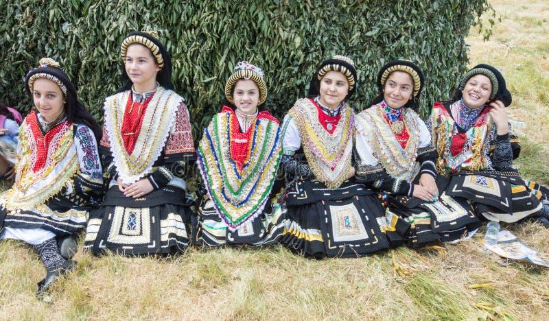 Μέρος γυναικών του ελληνικού συνόλου χορού στο φεστιβάλ Rozhen 2015 στη Βουλγαρία στοκ εικόνα με δικαίωμα ελεύθερης χρήσης