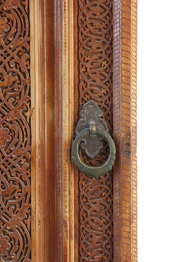 Μέρος της παλαιάς ξύλινης πόρτας με τη στρογγυλή λαβή πορτών στοκ φωτογραφία με δικαίωμα ελεύθερης χρήσης