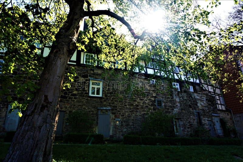 Μέρος του κατοικημένου παλαιού τοίχου πόλεων Hann Muenden στοκ φωτογραφία