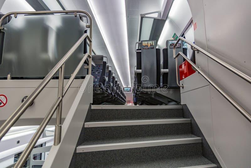 Μέσα πρώτος στη μεγάλη ταχύτητα Aeroexpress δύο-ιστορίας της Ρωσίας στοκ εικόνα