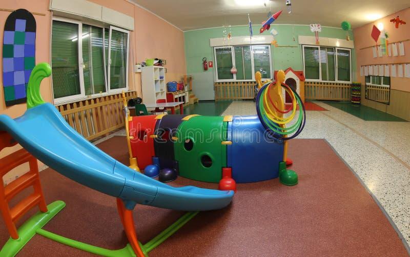 Μέσα σε έναν παιδικό σταθμό με πολλά παιχνίδια στοκ φωτογραφία