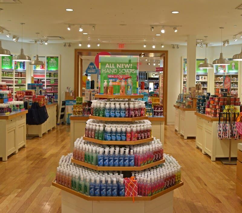 Μέσα σε ένα από τα καταστήματα του λουτρού & των εργασιών σώματος στοκ εικόνα με δικαίωμα ελεύθερης χρήσης