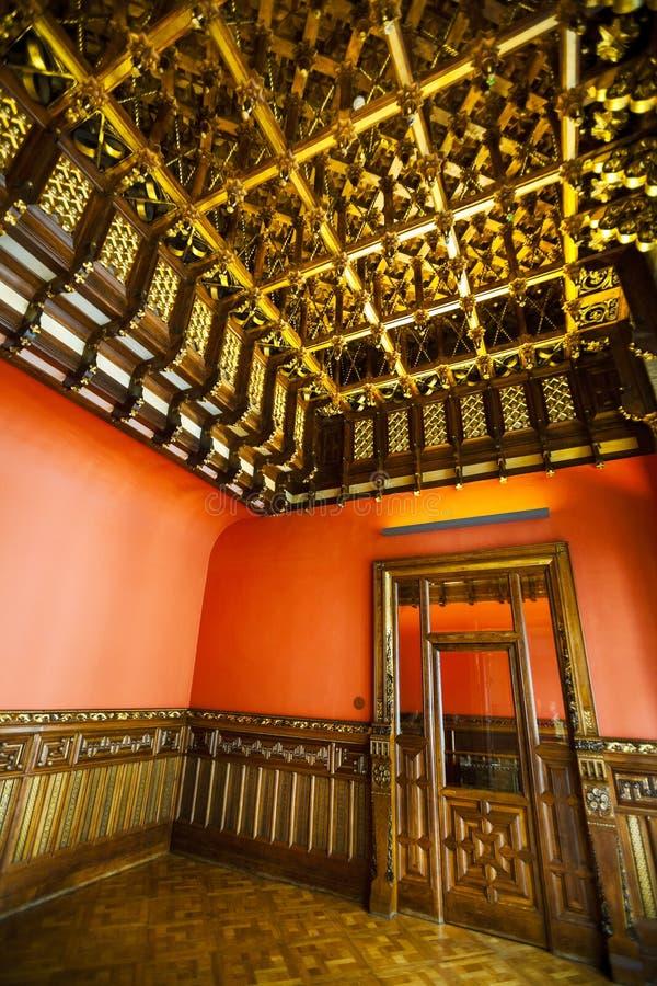 Μέσα σε ένα σπίτι τα ιστορικά ισπανικά, το ξύλο τελειώνει, παλαιά ξύλινη πόρτα στοκ φωτογραφίες με δικαίωμα ελεύθερης χρήσης