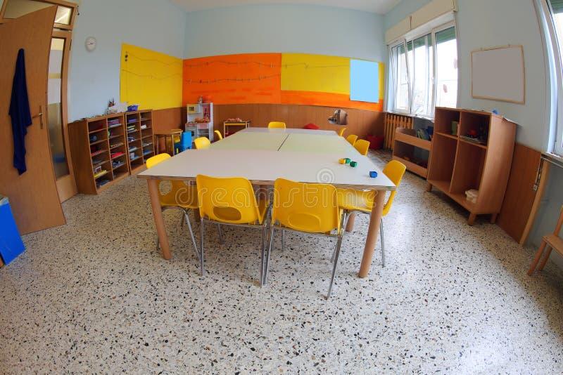 Μέσα σε μια τάξη ενός παιδικού σταθμού στοκ εικόνες