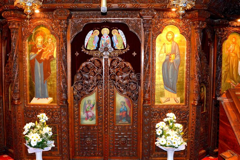 Μέσα στην εκκλησία του μοναστηριού Αγίου Anna-Rohia, που τοποθετείται σε μια φυσική και απομονωμένη θέση, σε Maramures, την Τρανσ στοκ φωτογραφίες με δικαίωμα ελεύθερης χρήσης