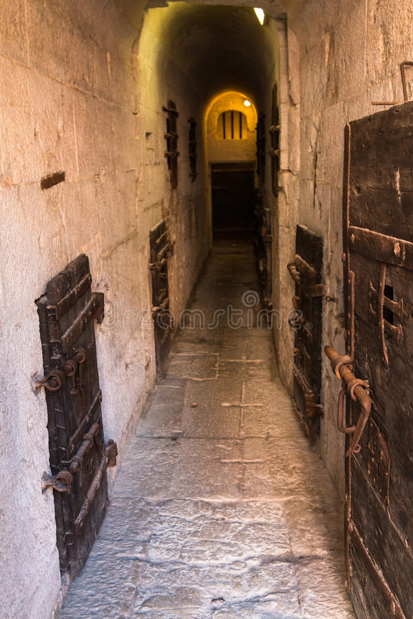 Μέσα στην παλαιά φυλακή κάτω από το Doge& x27 παλάτι του s στη Βενετία - την Ιταλία στοκ φωτογραφία με δικαίωμα ελεύθερης χρήσης